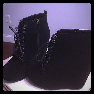 Shoes - Wedge black booties